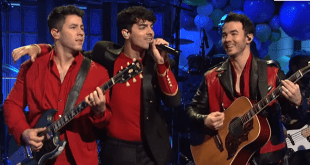 "Jonas Brothers ""Burn Up"" SNL Twice!"