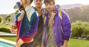Jonas Brothers Happiness Begins tour promo photo