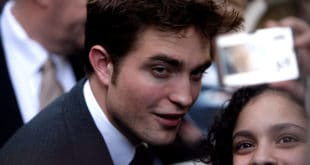 Rob Pattinson poses with a fan