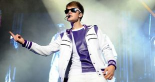Young Justin Bieber on stage