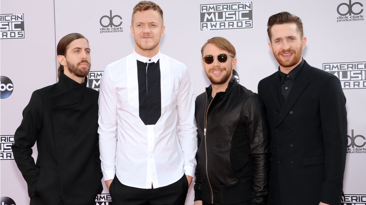 Imagine Dragons arrives to the 2014 American Music Awards