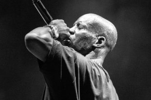 amous rap singer Earl DMX Simmons performing live music show in night club.