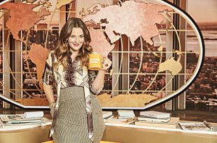 Drew Barrymore Show, Drew with a coffee cup in hand