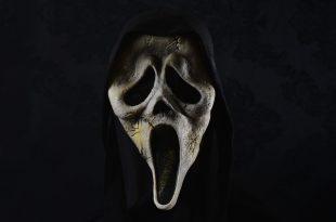 Distressed Scream Mask on a Dark background